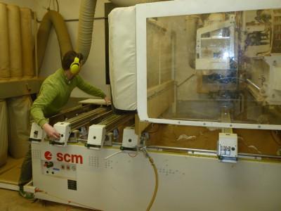 CNC marógéppel vágjuk egyedi méretre a bútorlapokat
