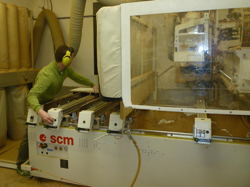 CNC marógéppel vágjuk egyedi méretre a bútorlapokat - Konyha-szerviz Stúdió Bt.
