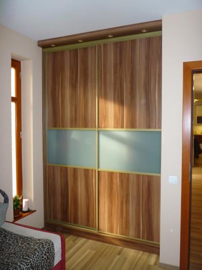 2 ajtós Gardróbszekrény tolóajtóval üvegbetéttel