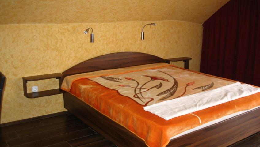 Hálószobabútor - félköríves fejtámlával