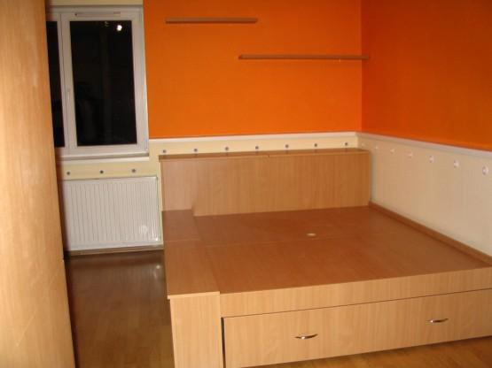 Hálószobabútor – beépített tárolókkal - Speciális franciágy