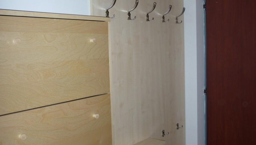 egyszerű előszobabútor cipős szekrénnyel - előszobafal