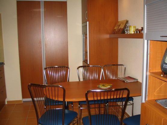 Étkezőasztal irodai konyhába - Konyha-Szerviz Stúdió