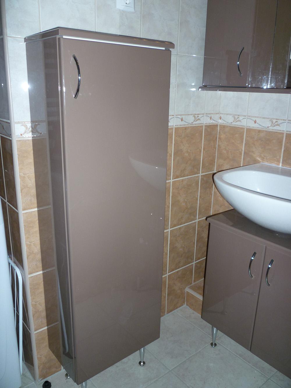 Fürdőszobabútor - fényes fürdőszekrények