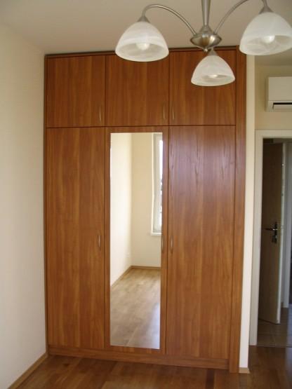 Gardróbszekrények nyíló ajtókkal - Gardróbszekrény tükrös nyíló ajtóval