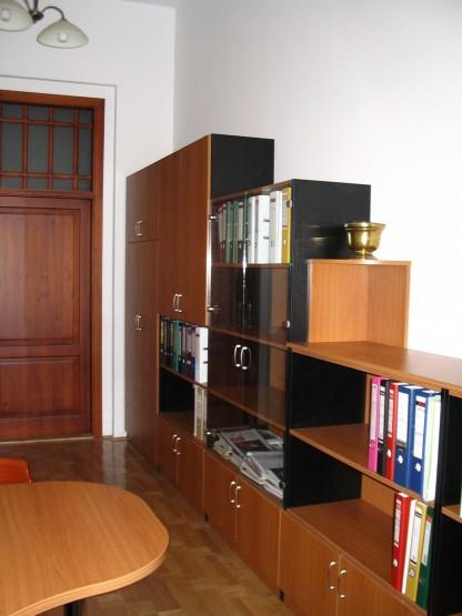 Irodai szekrények - Irodabútor tárgyaló szekrényekkel