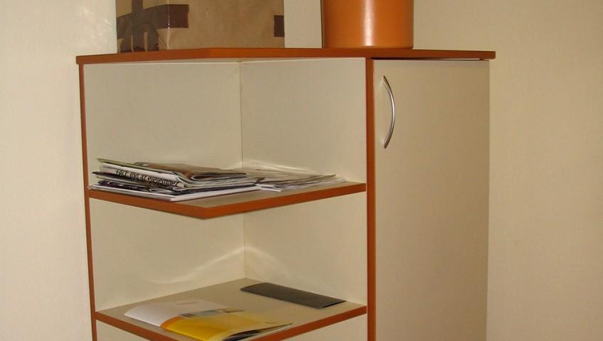 Kiegészítő bútor - irodai folyosó komód
