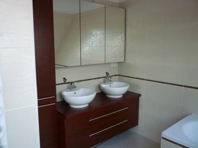 Fürdőszobabútor - két fiókos szekrény dupla mosdóval, felül tükörszeekrénnyel
