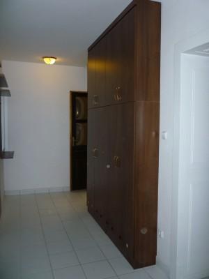 Beépített előszobabútor - keskeny előszoba szekrény