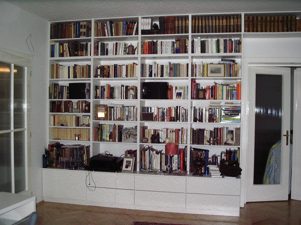 Fehér könyvespolc