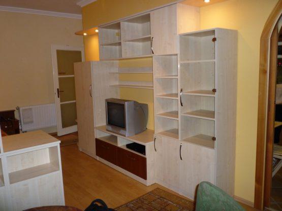 lépcsőzetes nappali bútor oldalról - Konyha-Szerviz Stúdió