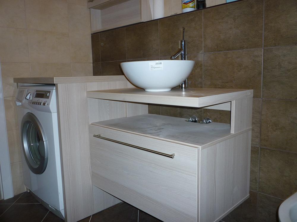 Fürdőszobabútor - modern mosdósszekrény mosógép burkolással