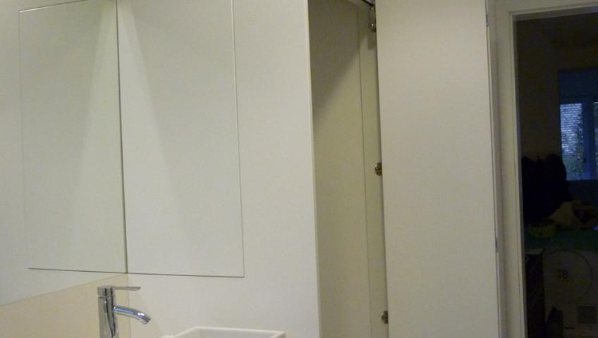 Fehér fürdőszobabútor