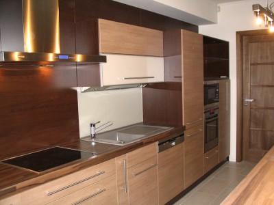Gépesített minimalista konyhabútor- modern konyha