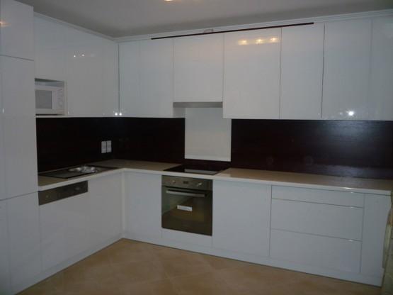 Minimalista konyhabútor - magasfényű fehér