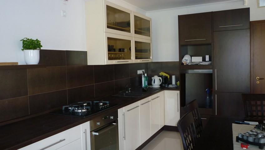 Minimalista konyhabútor magasfényű változattal