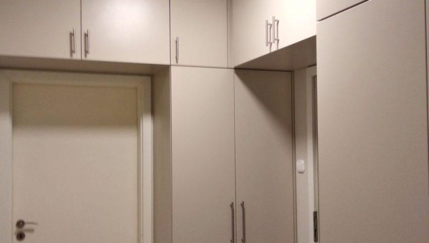 Mink színű beépített szekrénysor