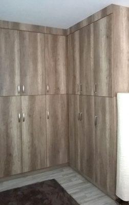 Tölgy beépített hálószoba szekrénysor