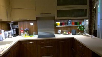 Dió és vanília színű elegáns konyhabútor
