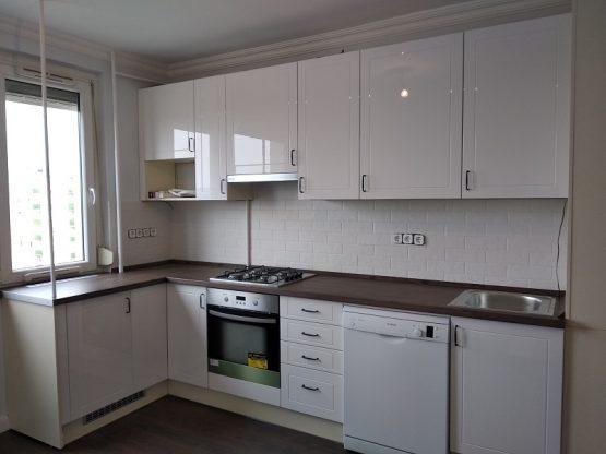 Magas fényű vagy matt - fényes, fehér konyhabútor