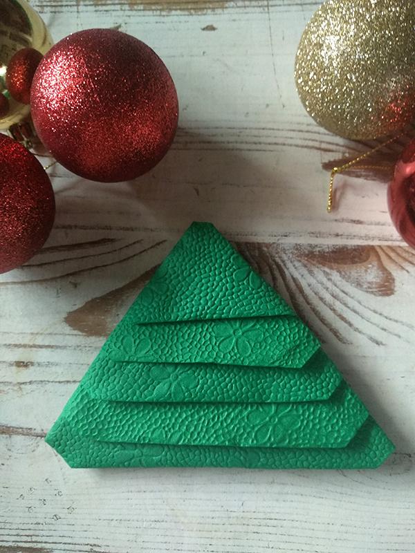 karácsonyi szalvétahajtogatás - klasszikus fenyő