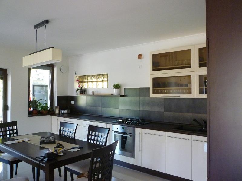 modern konyha oldalról