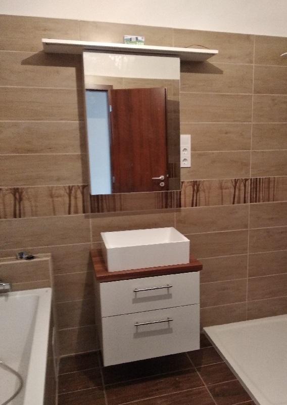 fürdőszobaszekrény tükörrel