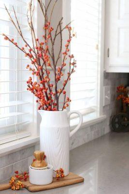 bogyós faág a vázában