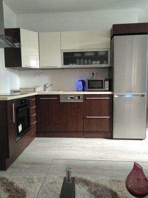 Szabadonálló hűtő vagy beépíthető hűtőszekrény