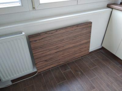 A kis lakásokban sokszor nincs hely egy étkező kialakítására. Ebben az esetben szoktuk ajánlani a lehajtható asztalt.