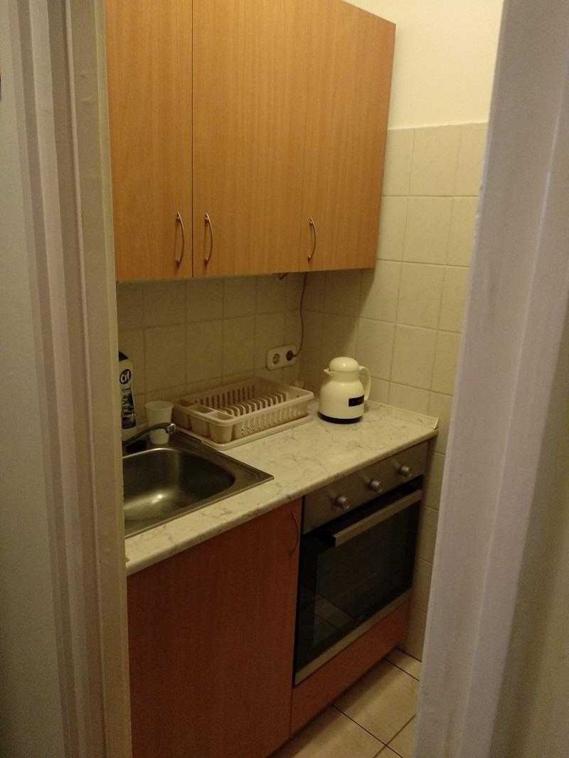 Egy kis alapterületű lakásba készült ez a főzőfülke.