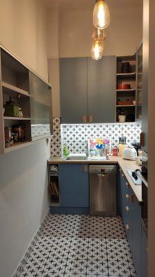 Kék színű beépített konyhabútor