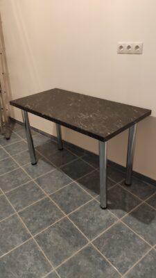 asztal a munkapult anyagából