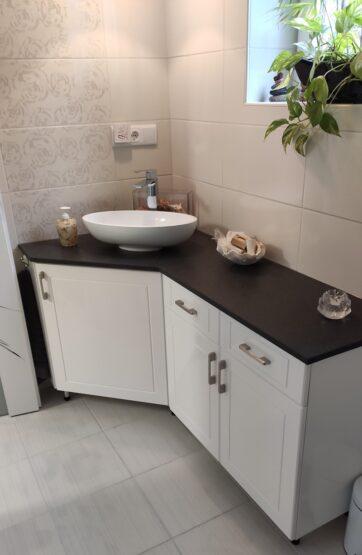 Fürdőszoba bútor kvarckő pulttal