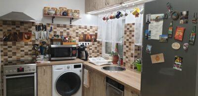 A konyhafelújítás után rá se lehet ismerni a régi, elavult bútorral felszerelt helyiségre.