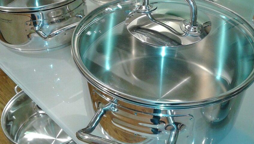 Fedőtartó megoldások – csináljunk rendet a konyhában