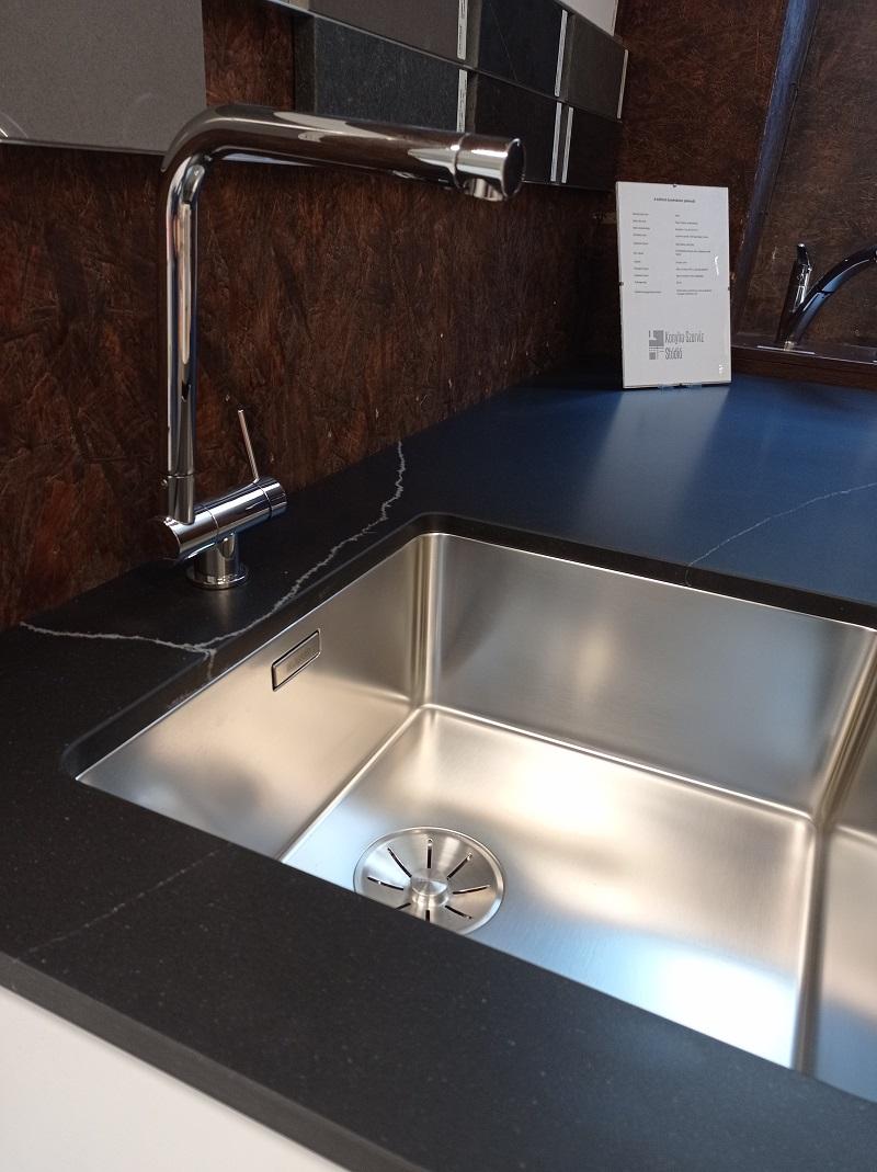 Vízzel szembeni tartóssága miatt ideális a munkalap alá építhető mosogatóknál.