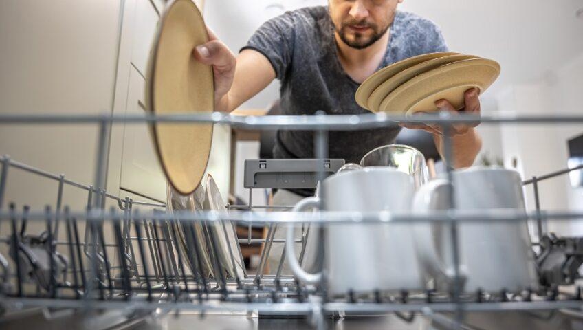 A mosogatógép a legjobb barátunkká válhat a konyhában, hiszen időt és fáradtságot takaríthatunk meg vele.