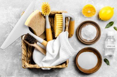 A szódabikarbóna remek súrolószer. Tökéletesen használható a WC, kád, mosdókagyló, és mosogatótálca, tűzhely tisztításához.