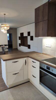 Fehér egyedi tervezésű konyhabútor
