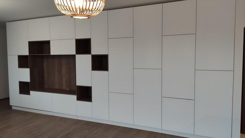 Ezt a nappali szekrénysort egy lakberendező egyedi, személyre szabott tervei alapján készítettük.
